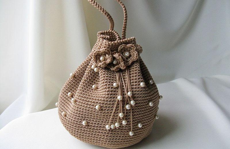 Вязаная сумка с жемчужинами